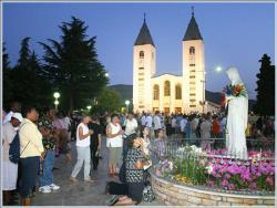 Des fidèles lors de vénérations illicites à Medjugorje Source: Radio Vatican