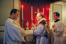 Mgr Huonder célébrant la sainte messe Source: FSSPwigratzbad