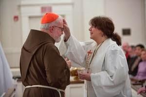 Le cardinal O'Malley et la Rév. Anne Robertson Source: Rorate Caeli