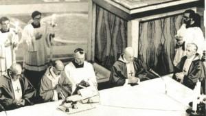 Pape Paul VI célébrant la nouvelle messe