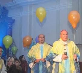 Le cardinal Schönborn réformant l'Église un ballon à la fois (Crédit: Ep. Flower)