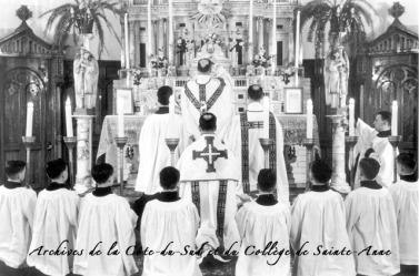 Messe dite par M. l'abbé Frève au Collège Ste-Anne-de-La Pocatière, QC en 1946
