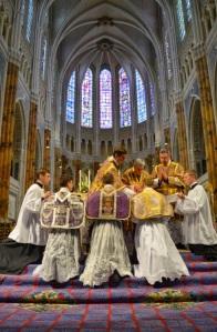 Ordination de prêtres dédiés à la messe traditionnelle par Mgr Aillet, le 28 juin 2014.