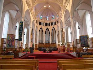 Cathédrale rénovée selon  «l'esprit du Concile»